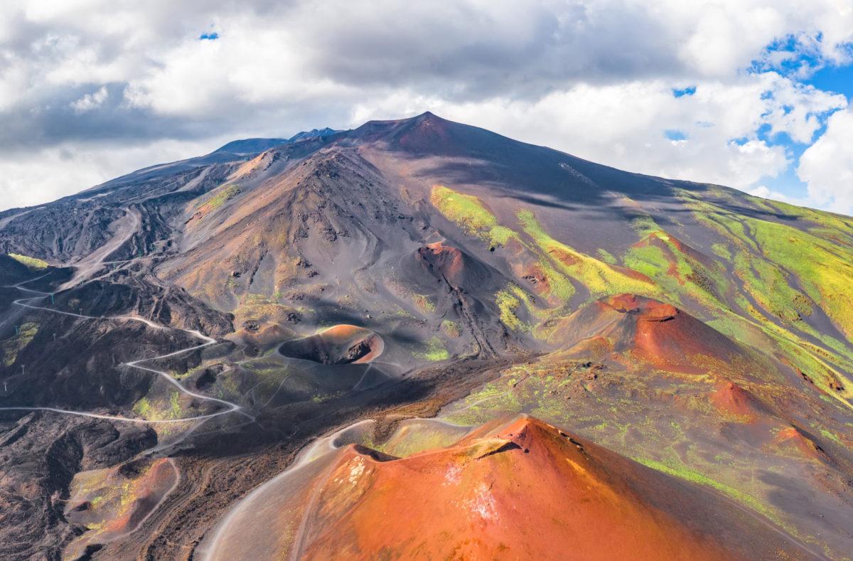 Der Ätna und seine Krater in Sizilien