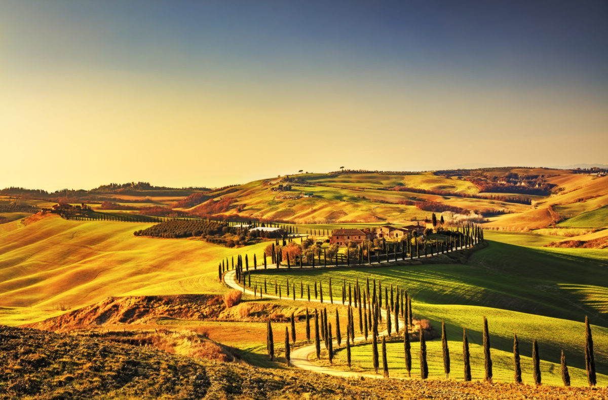 Toskana, Kreta Senesi ländlichen Sonnenuntergang Landschaft