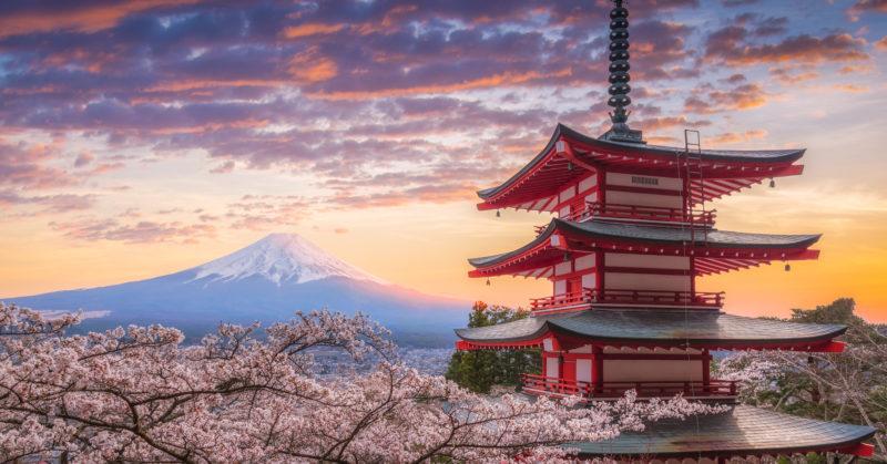 Berg Fuji, Sakura und Chureito in der Präfektur Yamanashi, Japan