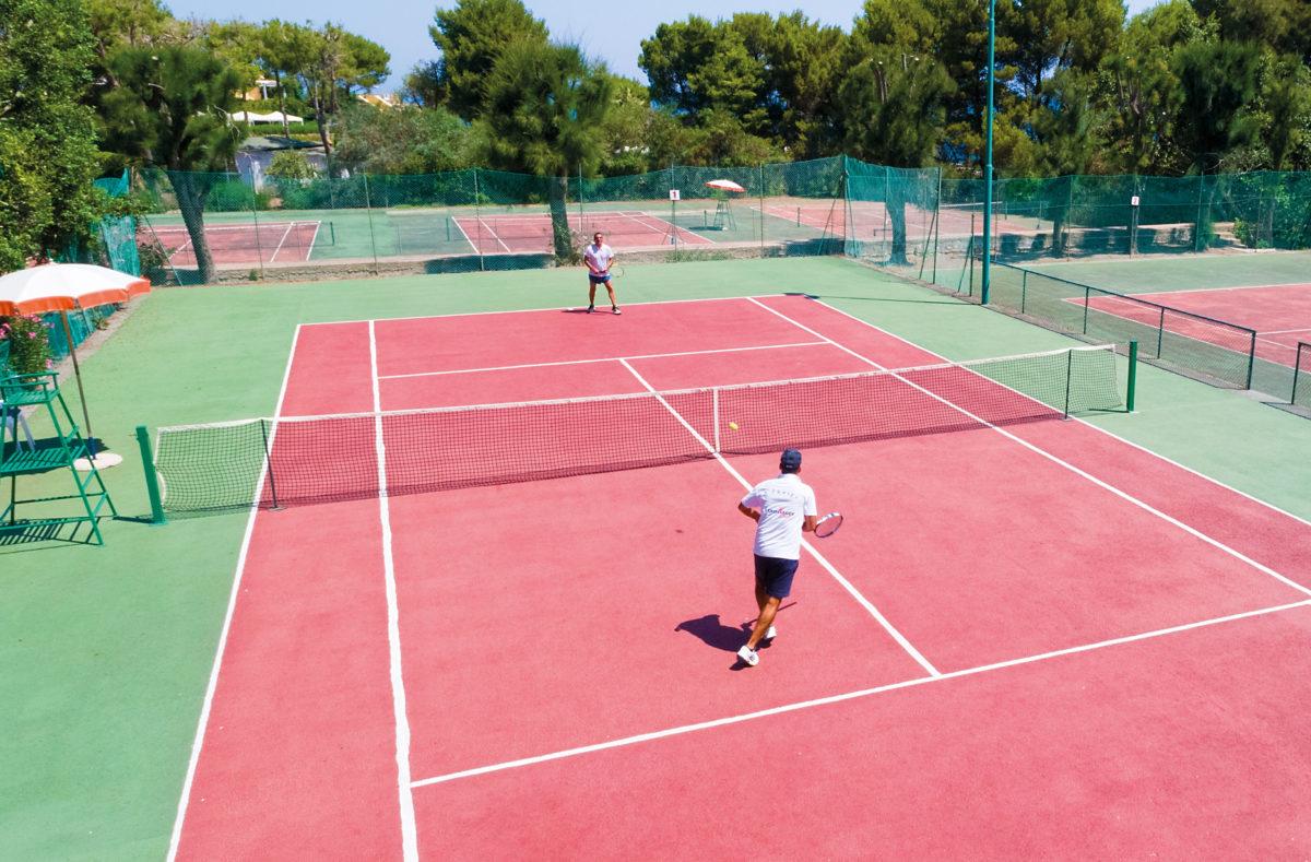 Tennis im Pollina Resort Sizilien