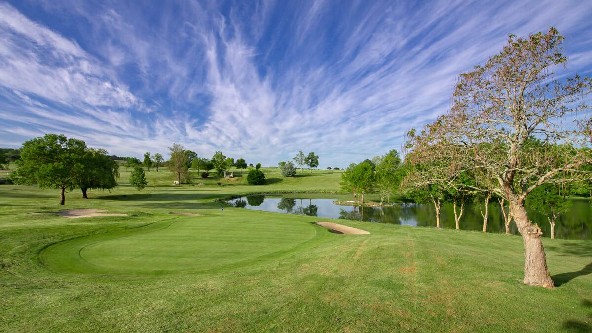 Golfplatz in der Dordogne im Château des Vigiers in Frankreich