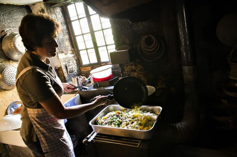 Pizzoccheri-Zubereitung in der Küche von Casa Tomé