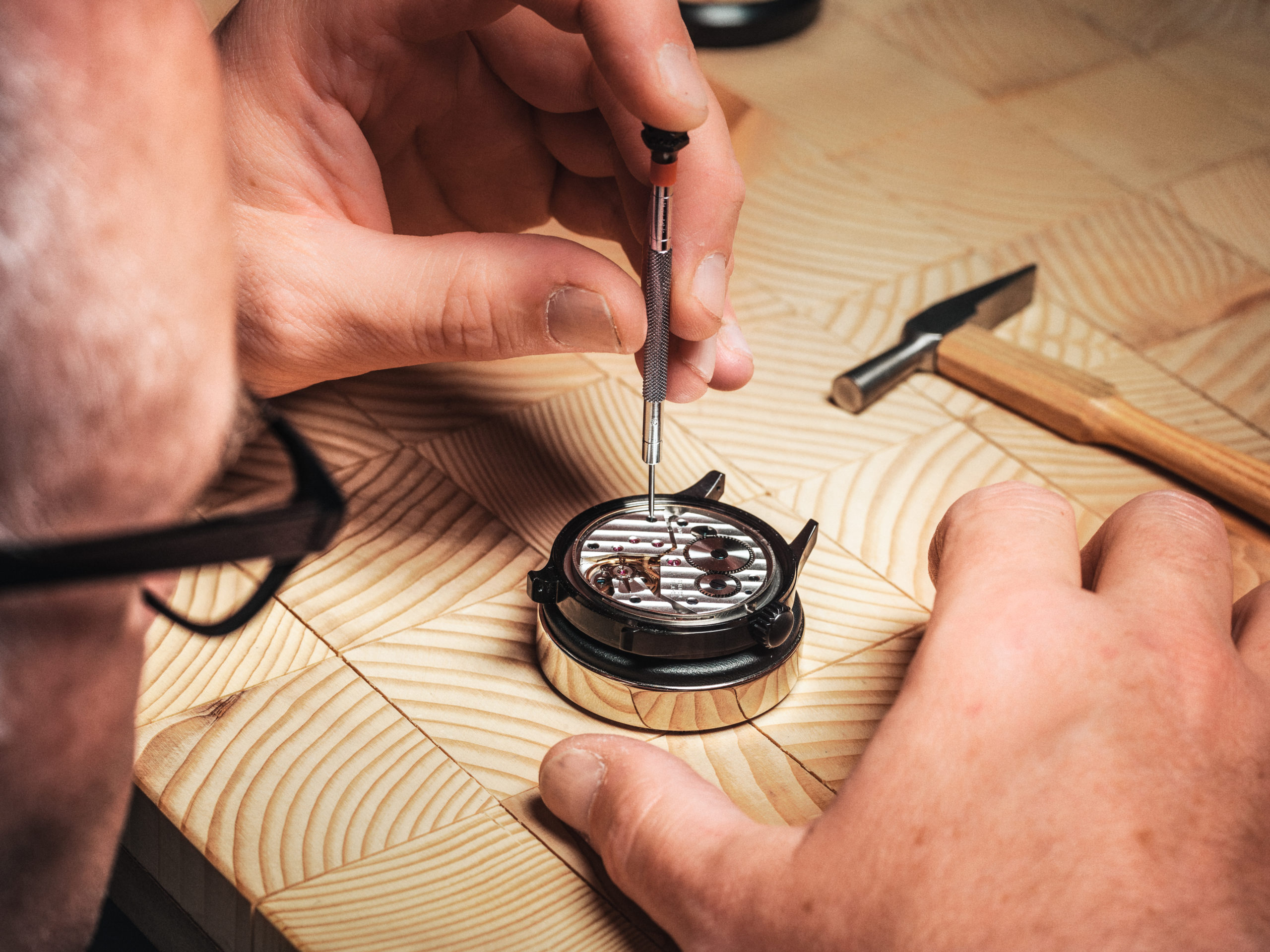 Herstellung eines Uhrwerks im Neuenburgerland
