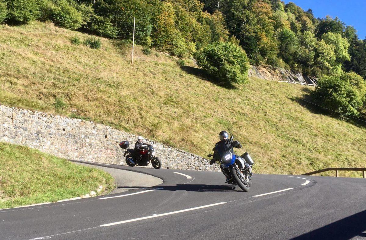 Mit dem Motorrad auf den Straßen der Pyrenäen unterwegs