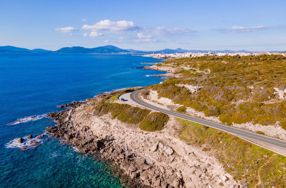 Panoramastraße von Alghero nach Bosa für einen Geführte Biker-Reise nach Sardinien