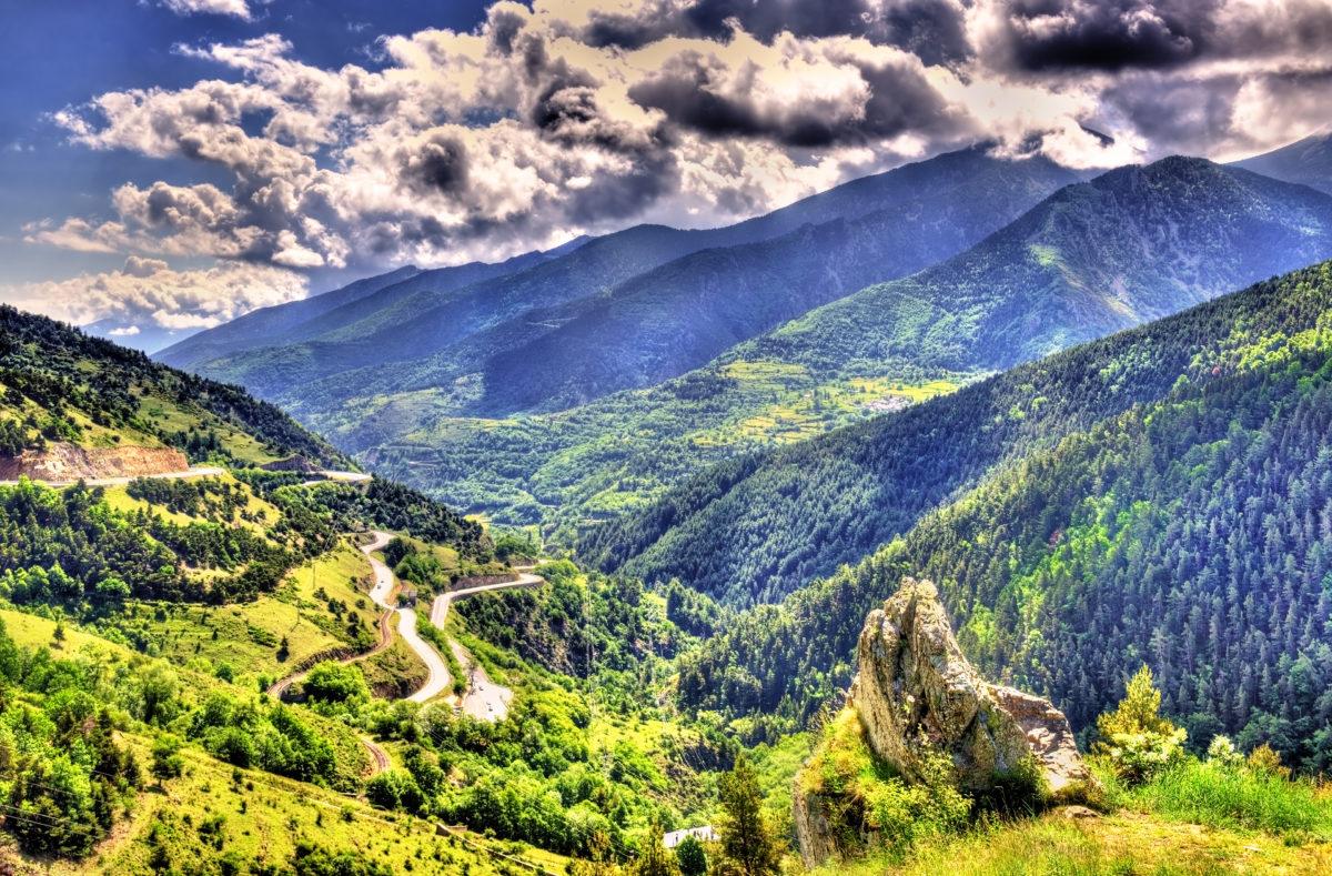 Blick auf die katalanischen Pyrenäen, Naturpark in Frankreich