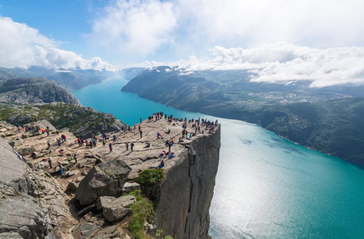 Klippe Preikestolen dans le fjord Lysefjord - Norvège