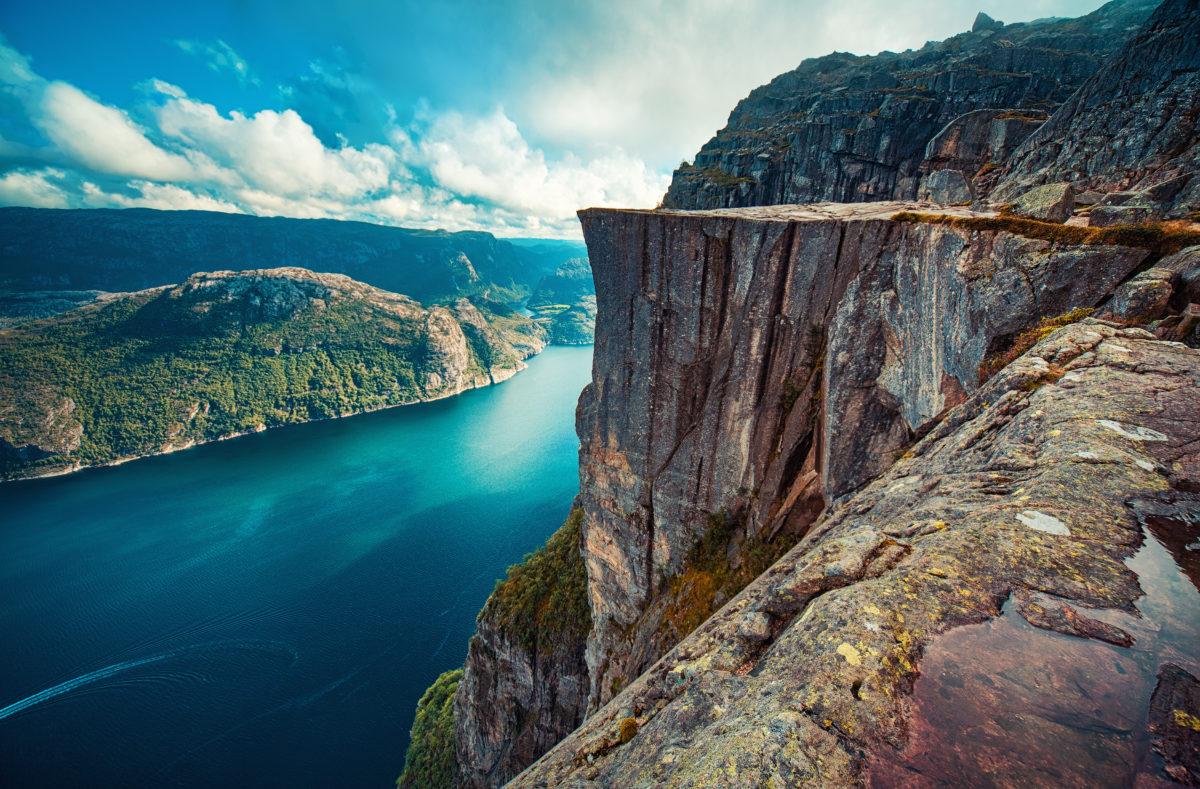 Preikestolen - berühmte Klippe in den norwegischen Bergen