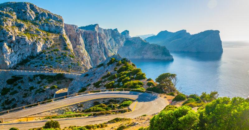 Küstenstraße auf Mallorca in Richtung Leuchtturm Far Forentor